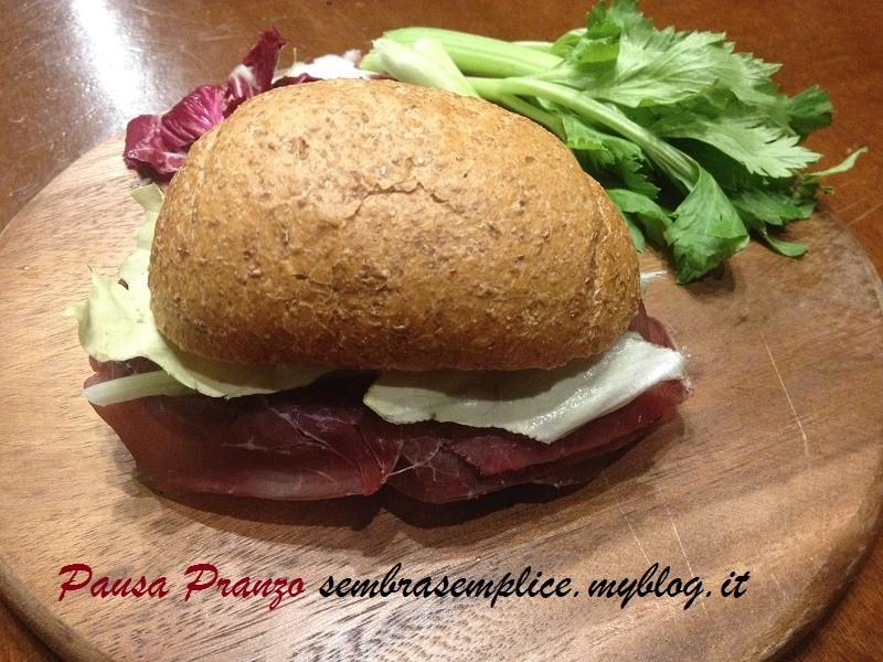 Pausa Pranzo…panino sano e buono con Bresaola e Grana  sembra semplice!